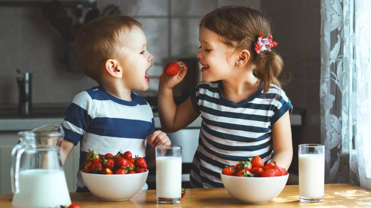Verão_ frutas e legumes da época para dar às crianças
